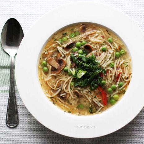 Miso sriuba su makaronais ir pievagrybiais