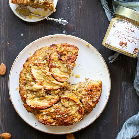Garšīgs ābolu pīrāgs ar lazdu riekstu krēmu