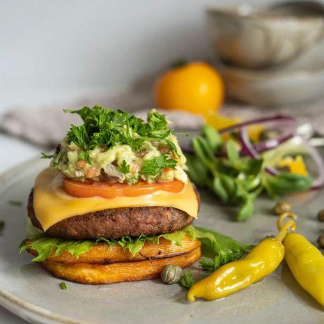"""Veganiškas """"nuogas"""" burgeris su saldžiąja bulve"""