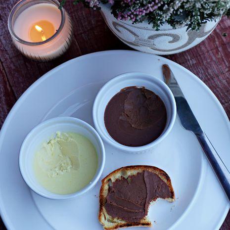 Veganiškas sviestas klasikiniame ir šokoladiniame amplua