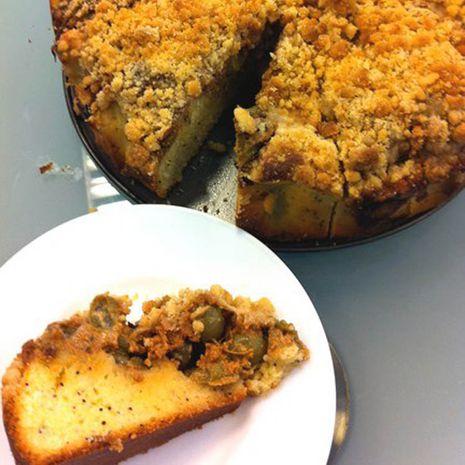 Pyragas su karameliniu agrastų sluoksniu