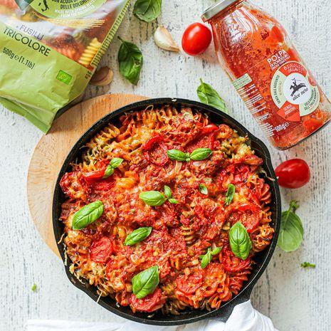 Makaronų apkepėlė su pomidorais ir mocarela