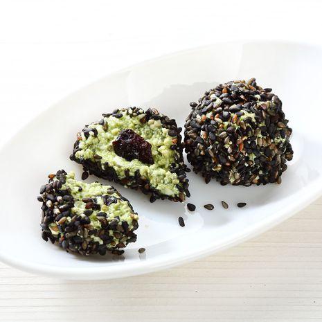 Superampsud: tofupallid matcha, tšiia ja mustade seesamiseemnetega