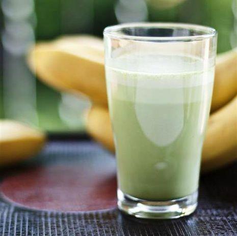 Piima-banaanikokteil matchaga