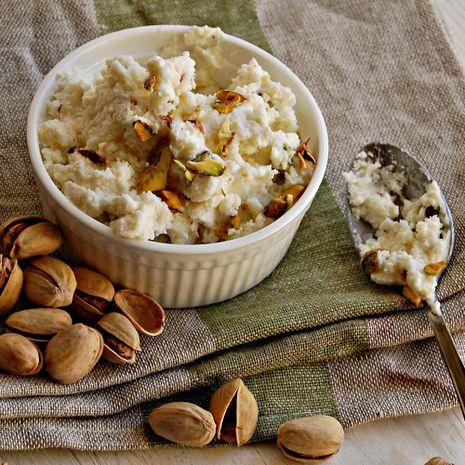 Jogurto ledai su pistacijomis ir klevų sirupu