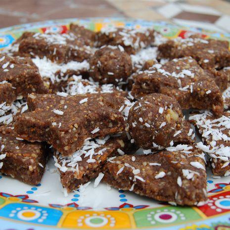 Saldumynai su saldžiavaisio pupmedžio milteliais