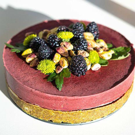 Veselīga pistāciju un melleņu torte